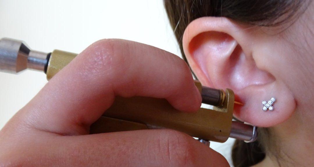 A partir de que idade se deve ter as orelhas furadas